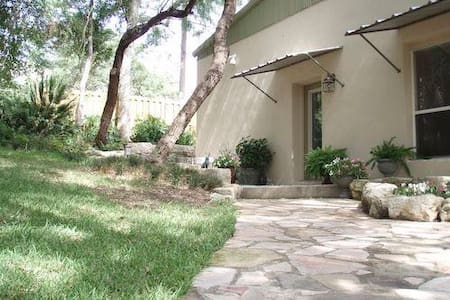 Casa Salado - Cottage on 18 acres