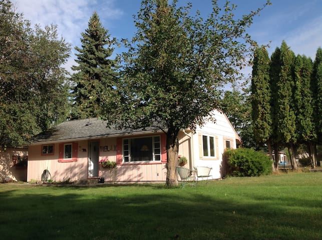 Charming Swan River Trail Cottage - Bigfork - Casa