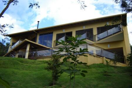 Chácara Condomínio Canto das Águas - Rio Acima - Haus