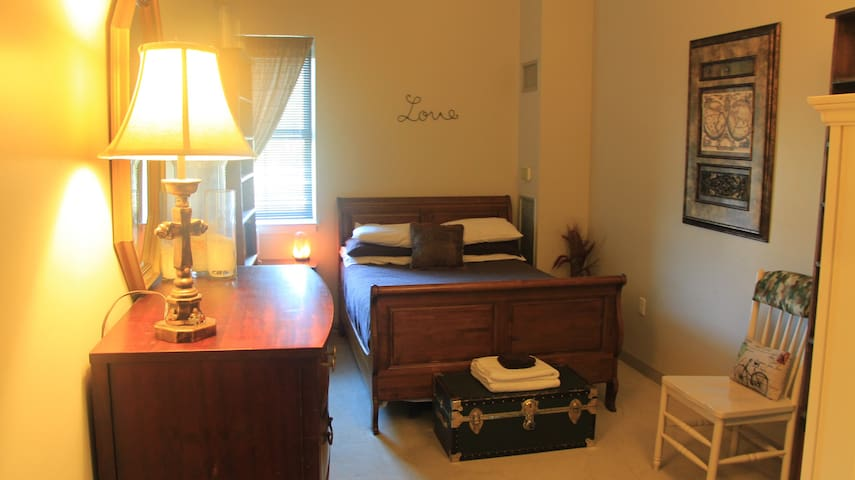 Big private room -with parking!- near Orange line! - Boston - Loftlakás