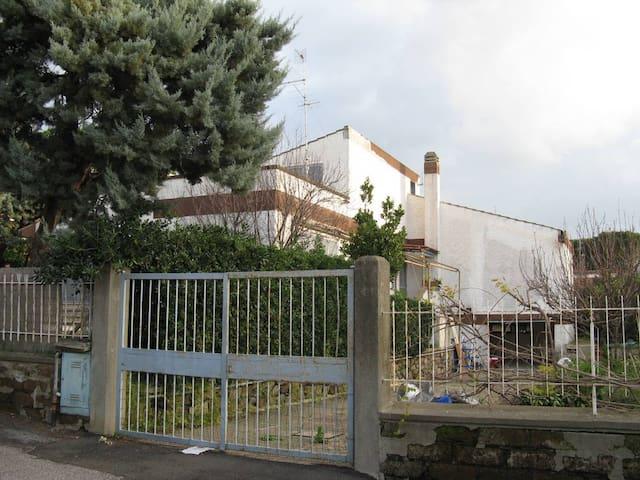 Villa con giardino e box privato - Civitavecchia - Hus