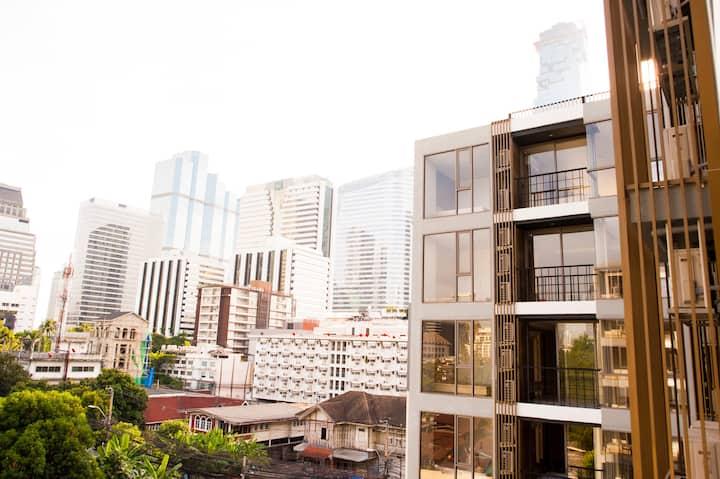 Cozy soi Silom 3 condo. #5 (BTS Saladaeng&MRT)