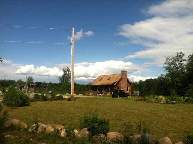 NH Log Cabin- Cozy Nature Escape - Ossipee - บ้าน