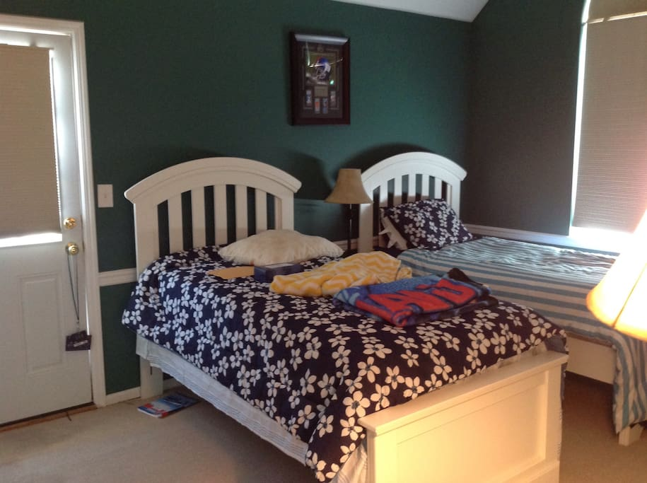 Twin bed, both rooms have second floor deck