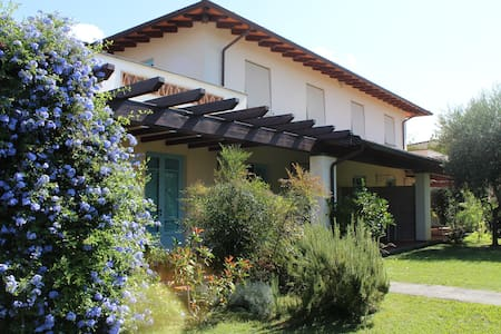 Villa with garden 3km from the sea