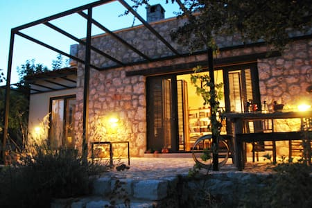 Cozy Artist's Home in Nature - Pınarbaşı Köyü - บ้าน