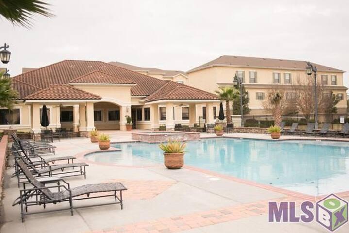 Gated Condo Pool & Gym - Location! - Baton Rouge - Osakehuoneisto