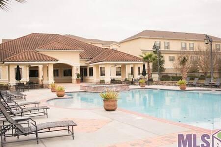 Gated Condo Pool & Gym - Location! - Baton Rouge