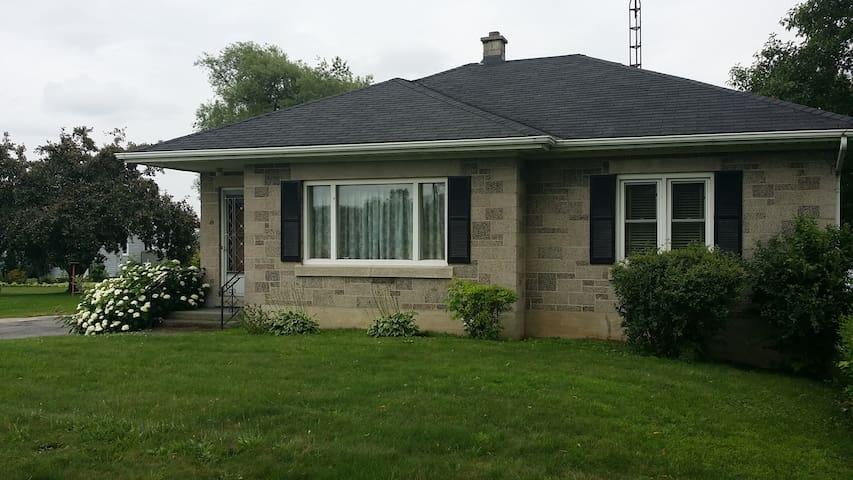 4 Season Cottage St. Lawrence River - Prescott Prescott  - Haus