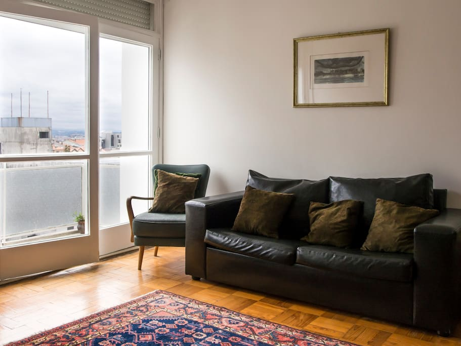 Central 2 Bedroom Vintage Apartment With Balcony