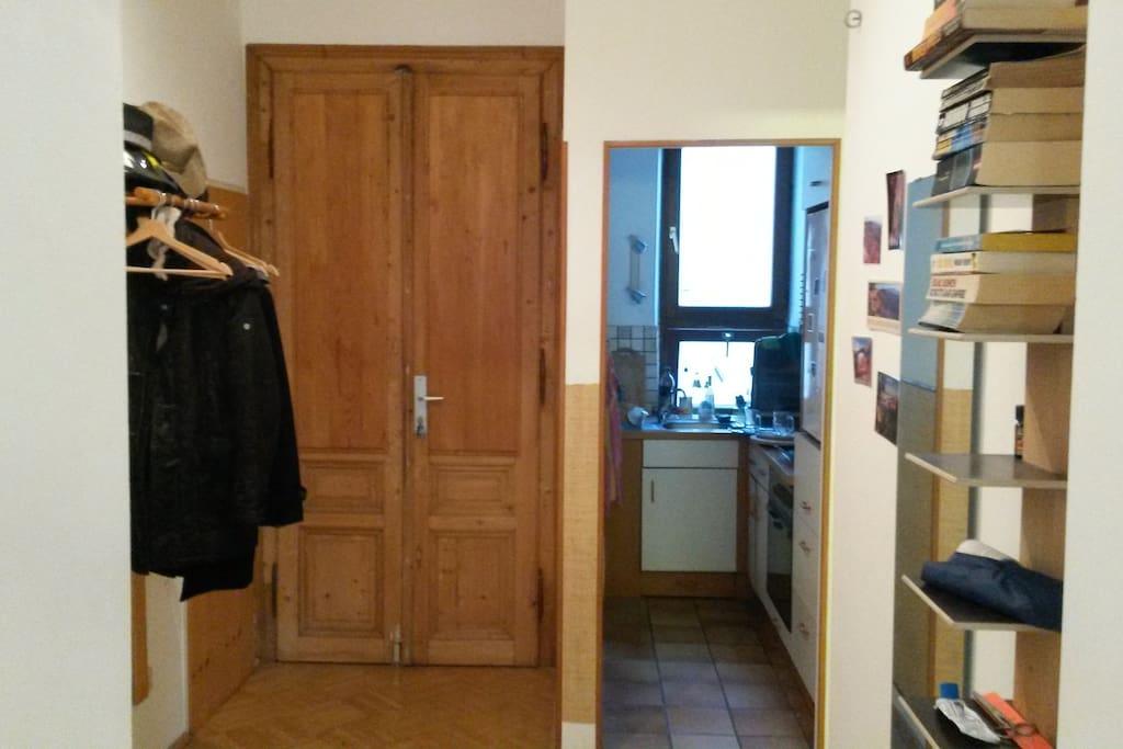 Eingangsbereich  / Durchgang Küche