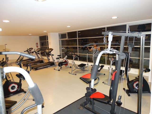 Hermosa Suite sector SwissHotel - Quito - Lägenhet