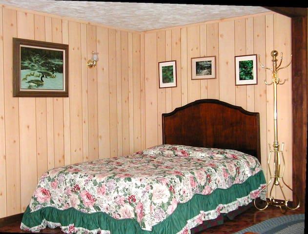Wilderness Edge Cabin - Ashford - Kabin