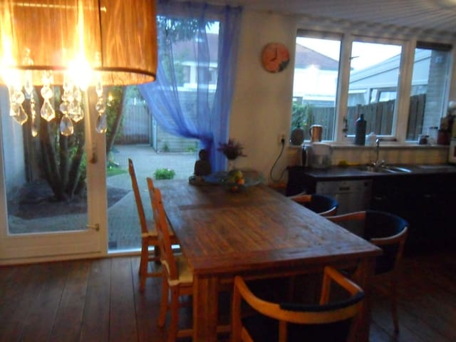 Peace, space and close to Amsterdam - Almere - Casa
