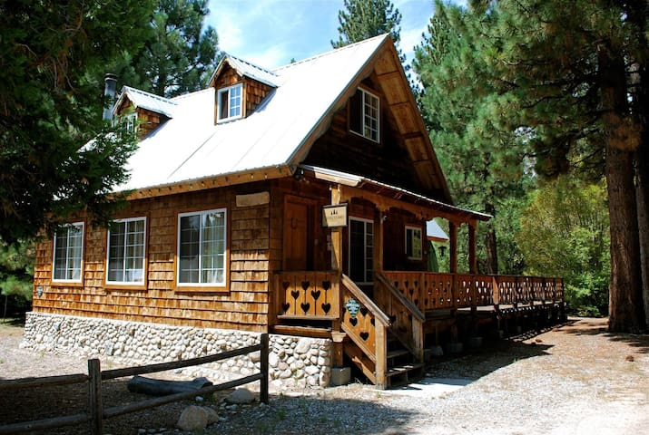 Stunning 1940's Mountain Lodge! - Green Valley Lake - Huis