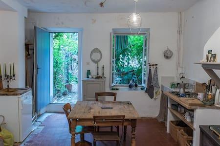 Maisonnette avec jardinet - Palairac