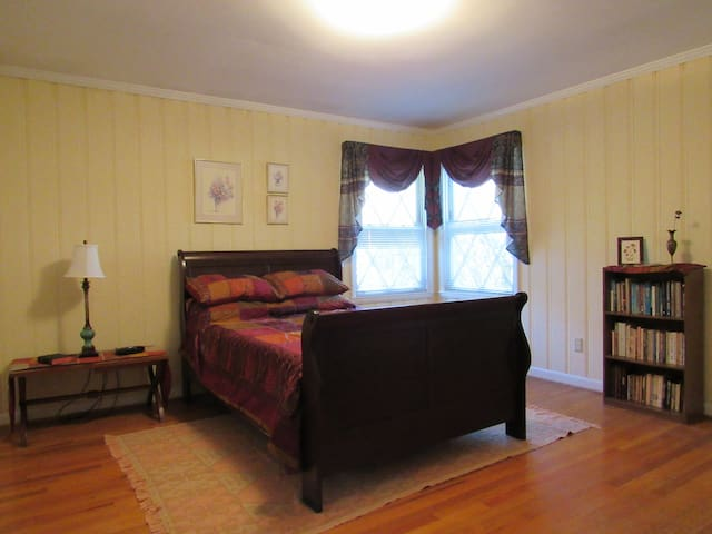 """""""The Monticello"""" 1BR in a Frank L. Wright House"""