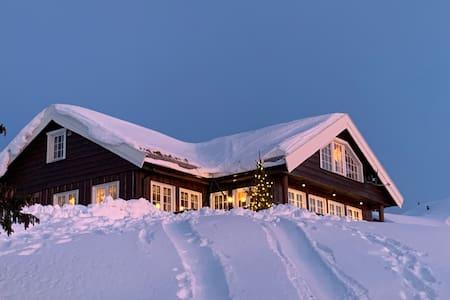 Stor familiehytte med flott utsikt, Sjusjøen