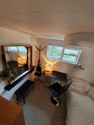 Private room+Bathroom+entrance in the Heart of Rvk