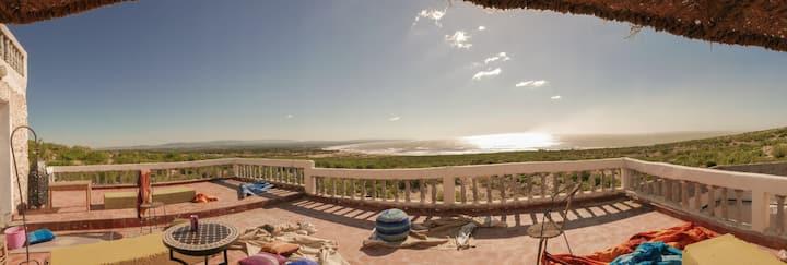 Belle maison face à l'océan