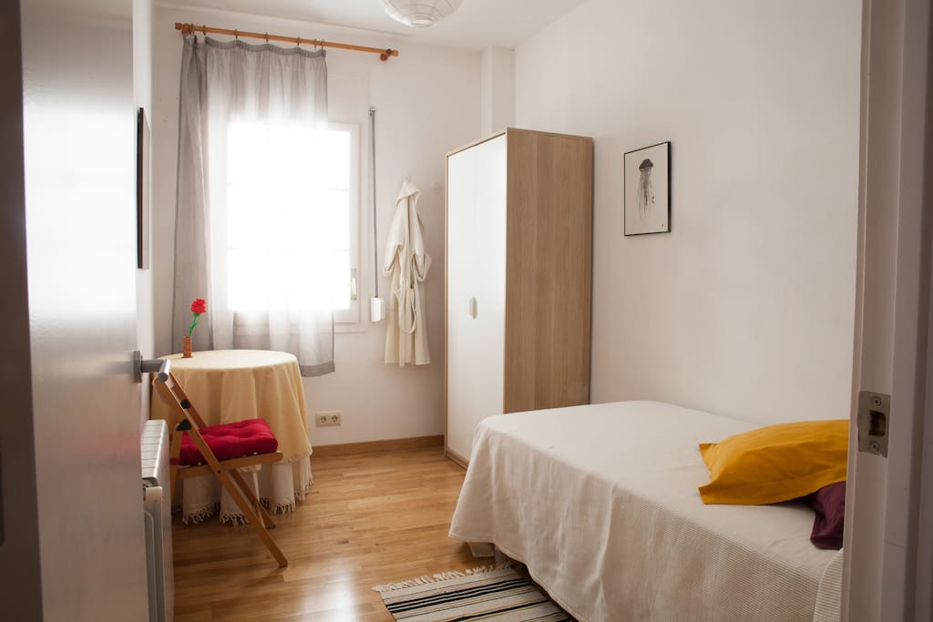 Nice room in gr cia near park g ell chambres d 39 h tes for Chambre d hote nice