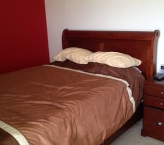 Queen size beds, free tv and wi-fi, - Riverdale