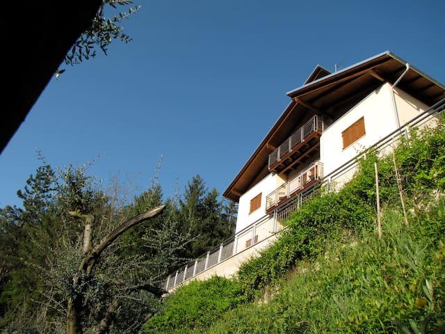 Fra Romagna e Toscana - Casola Valsenio - Hus