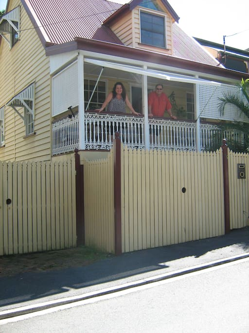 Traditional inner Brisbane Spring Hill Home.  10 minutes walk from the Centre of the City