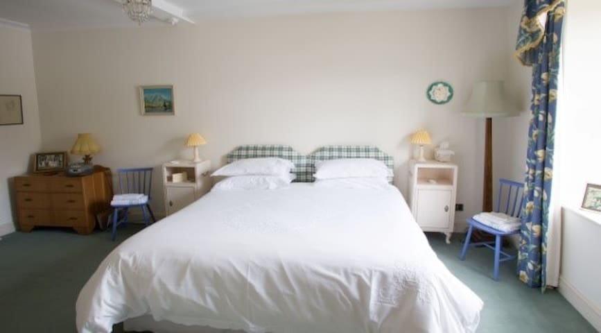 Double bedroom with linen and towels included