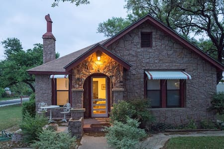 Historic Hill Country Cottage 2BDR - Johnson City - Huis