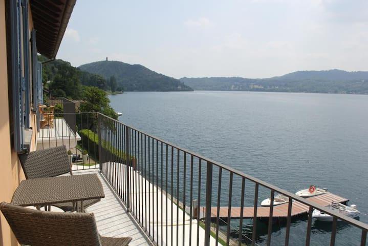 Sulla riva del lago Imolo