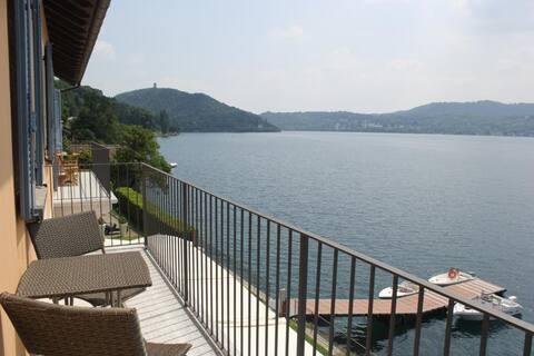 Imolo na pobreží jazera Orta