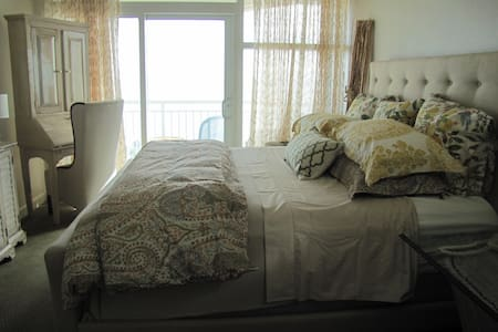 OCEAN FRONT 2 BEDROOM CONDO WITH POTTERY BARN DECOR, LOCATED AT THE POPULAR SOUTH END OF MYRTLE BEACH, WITH ATTRACTIONS SUCH AS MARKET COMMONS, THE BOARD WALK, MYRTLE BEACH STATE PARK, GOLF, FINE DINNING, LIVE SHOWS,  2 OUTLET MALLS, BROADWAY. ETC