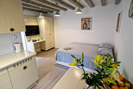 Anja studio apartment - Šibenik
