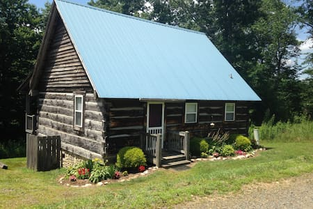 Crooked Road Cabin: Air Conditioned, Clean!