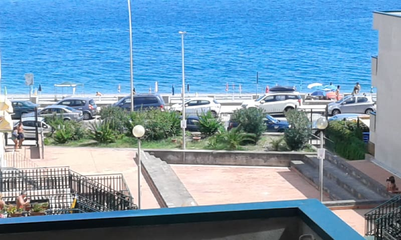 Bivani Sea Front close TAORMINA - Roccalumera