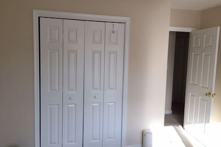 Quiet room in a beautiful house - Waynesboro - House