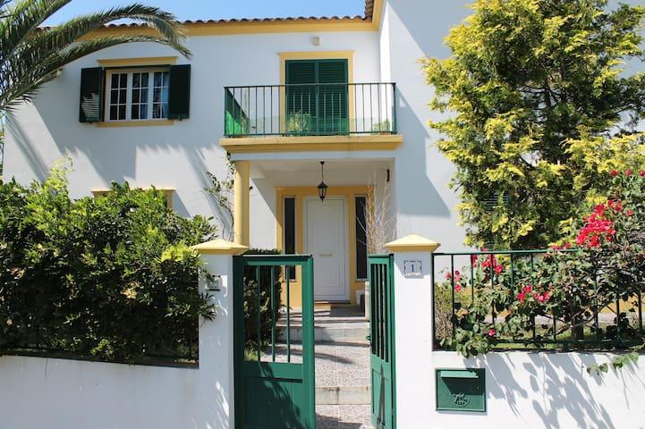 Quarto privado ao pé da praia - Ponta Delgada - House