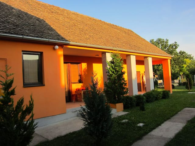 Hokaido House near Belgrade on E75 - Крчедин - Hus