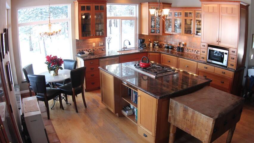 Lakeside Stone Cottage pet friendly - Weed - House