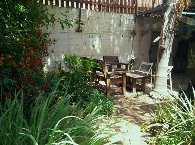 Tranquil & Beautiful Garden house - Tel Aviv-Yafo - Rumah