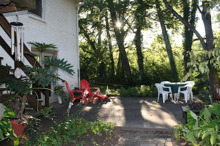 Tranquil Studio Flat in Donelson - Nashville - Daire