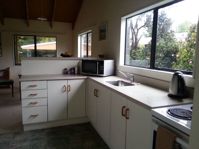 Holiday home(Bach) by the beach Waikanae - Waikanae - Casa