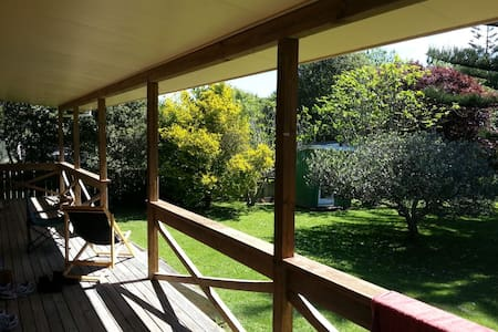 Holiday home(Bach) by the beach Waikanae - Waikanae - Rumah