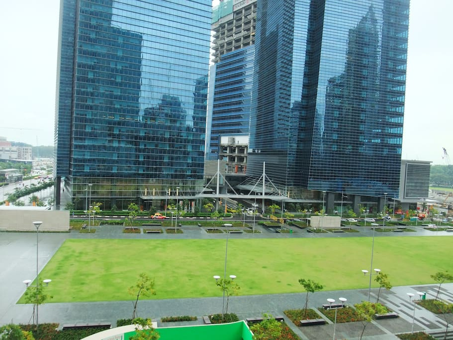 Central park view. 5 mins to Marina Bay financial centre and condo basement connects to Marina bay link mall