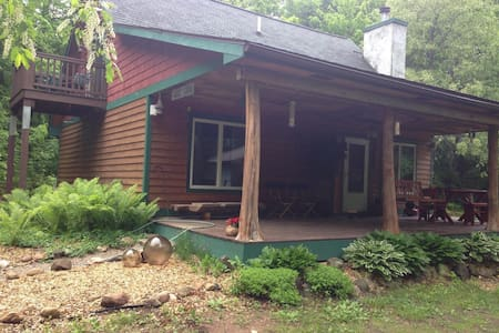cozy custom built home in the woods - Levering - Hus