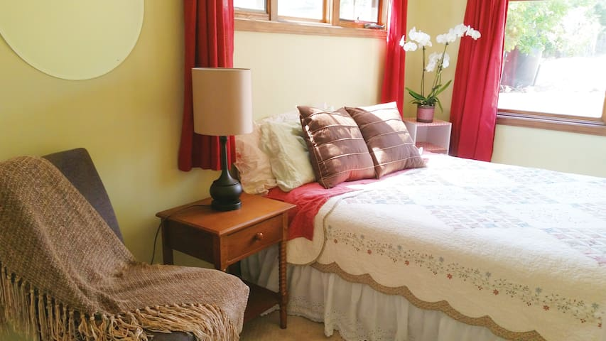 Cozy room near the beach - Carpinteria - House