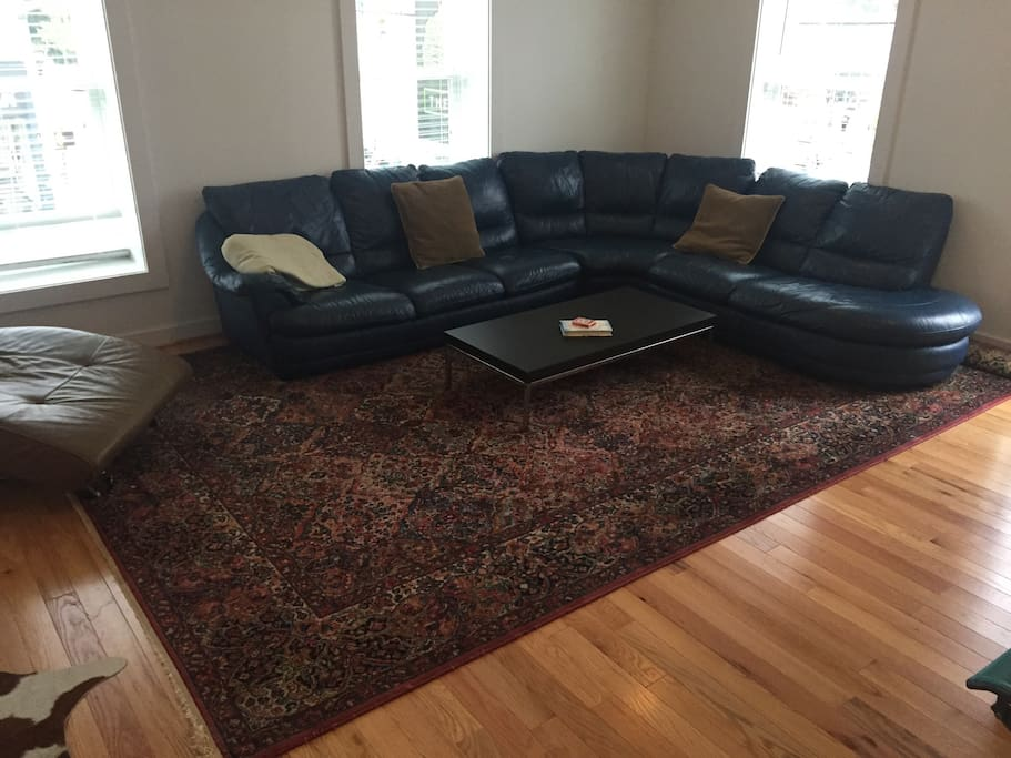 Large Sunny Loft Like great room over looking Cary Street.