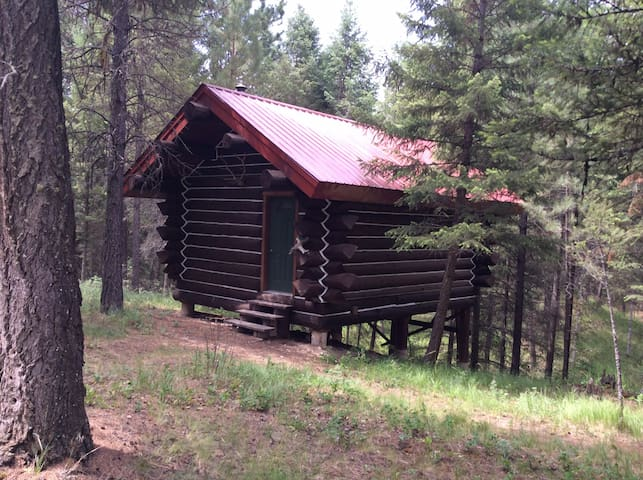 The log cabin at the bear 10 ranch