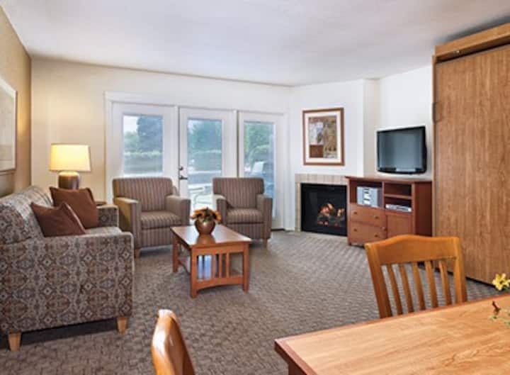 Grand Lake One-Bedroom Condo - Sleeps 4